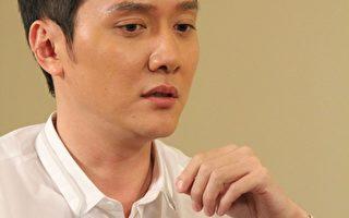 冯绍峰曾意外车祸 唱起吻别测试脑袋
