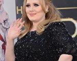 2013年2月24日,阿黛爾現身奧斯卡頒獎典禮。(Jason Merritt/Getty Images)