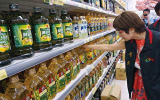 继大统长基、富味乡后,福懋油品的橄榄油也被检出是调合油。随着黑心油风暴越滚越大,食安问题再度浮上台面。(中市卫生局提供)