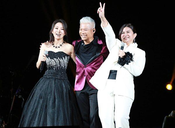 方文琳、裘海正、巫启贤三位老友舞台重聚。(好朋友工作室提供)