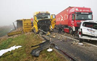 比利时浓雾132辆车连环相撞1死76伤