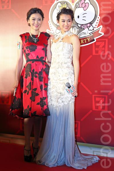 胡杏兒(右)和周麗淇12月3日在香港一起出席活動。(潘在殊/大紀元)