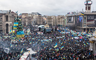 乌克兰再爆大规模反政府示威 列宁像被断头