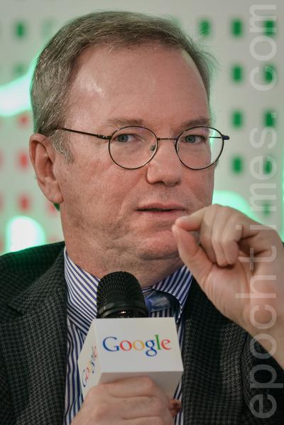 Google執行主席施密特上月訪港並發表堅拒中共網絡審查言論。(Photo credit should read PHILIPPE LOPEZ/AFP/Getty Images)