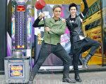 明道(左)、纪佳松昨天(12月12日)在台北同台,宣布举办歌舞演唱会。(黄宗茂/大纪元)