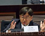 食物及衛生局局長高永文表示,政府認為目前並未具備成熟條件撤銷限奶令。(潘在殊/大紀元)