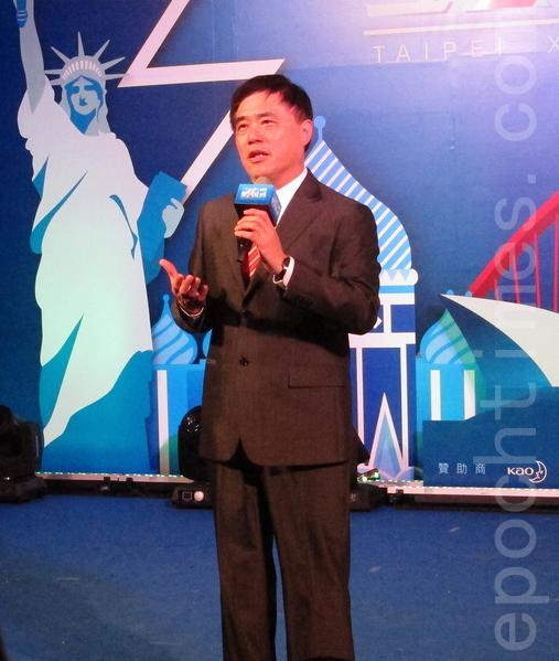 """""""2013台北国际圣诞城""""魅力登场,台北市长郝龙斌主持开城仪式,为即日起至12月25日止的活动揭开序幕,邀请大家一起欢度为期13天的圣诞欢乐佳节。(钟元/大纪元)"""