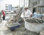 水泥砂漿容易潮溼,成為壁癌的主因,與施工現場水與砂的配比失準有關。(成大昶閎科技提供)