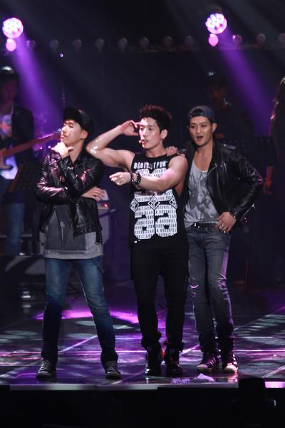 2AM首尔演唱会于12月7日首尔开唱,图中为昶旻。(公关提供)