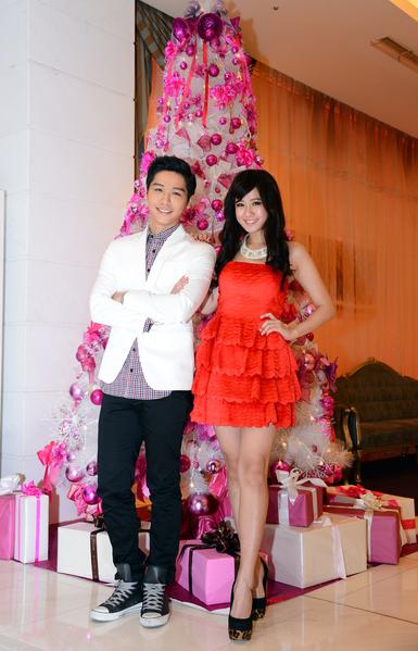 方志友(左)與蔡旻佑於12月19日在台北與媒體相約提前過聖誕。(三立提供)