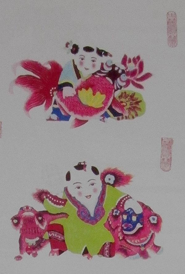 《婴戏图》系列作品,上为《童子抱鱼》,下为《童子与狮》(中华民俗艺术基金会/新北市政府)。(钟元翻摄/大纪元)