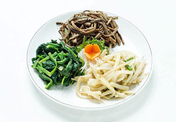 健康新鮮小菜。(攝影:張學慧/大紀元)