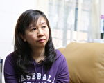 7月14日对香港元朗小学教师林慧思是命运改变的一天,在当天的香港旺角行人专用区,她凭著良知,在现场为青关会成员公开欺负法轮功真相点学员而警方故意不作为----这个不公义事情大力发声。正义的呐喊在她生命中泛起了巨大的涟漪。在承受着接下来几个月,从遭中共地下党香港特首梁振英将此事件升级到让警方重案组调查到中共派人在她家门口撒阴纸的死亡恐吓等多番卑劣打压。大纪元图片