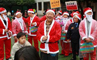 里民自發  耶誕老人走街頭