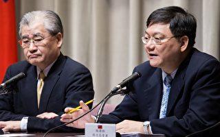 經濟部次長杜紫軍(右)30日表示,當替代能源如國際深層地熱開發成熟後,台灣才有可能達到非核家園。(陳柏州/大紀元)