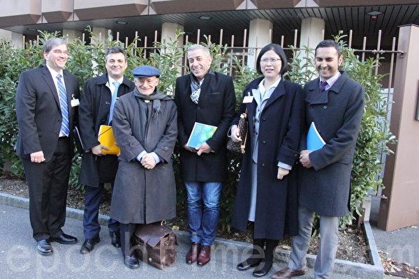 DAFOH(「醫生反對強制摘取器官組織」)代表把近150萬反對中共活摘器官聯署送交瑞士日內瓦聯合國人權專員辦公室後,在辦公室大樓外留影。(李景行/大紀元)