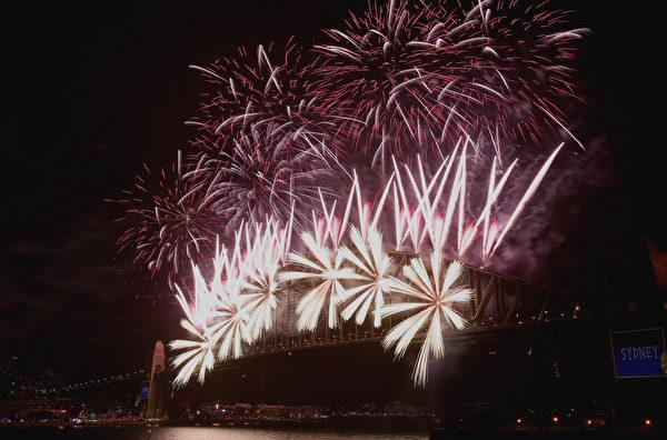 悉尼歷年迎接新年的一幕。(Joosep Martinson/Getty Images)