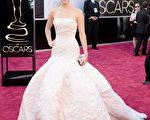 2月24日,詹妮弗•劳伦斯出席奥斯卡颁奖礼。(Jason Merritt/Getty Images)