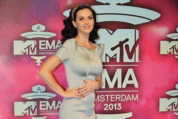 2013年11月10日,凱蒂•佩芮獲MTV歐洲音樂獎最佳女歌手獎。(JOHN THYS/AFP/Getty Images)