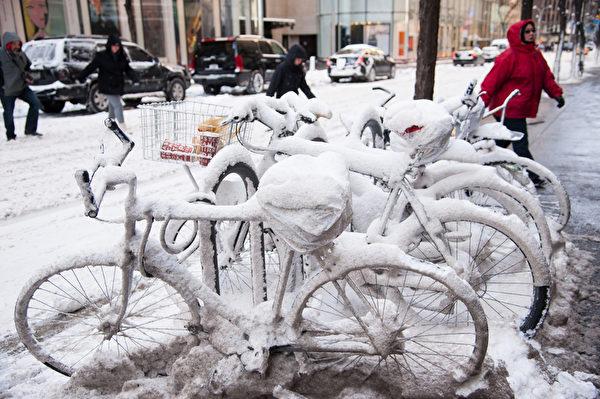 紐約遭受暴風雪襲擊,罕見低溫。(戴兵/大紀元)