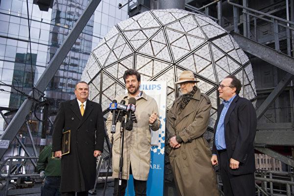 2014.01.06時報廣場水晶球從新升起。時報廣場總裁提姆湯普斯。(戴兵/大紀元)