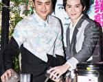 艺人明道(左)、纪佳松和1月7日于台湾台北市亲手调制珍珠奶茶、料理鸡腿便当,招待弱势小朋友做公益。(陈柏州/大纪元)