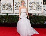 2014年1月12日,詹妮弗·勞倫斯出席第71屆金球獎頒獎禮。(FREDERIC J. BROWN/AFP/Getty Images)