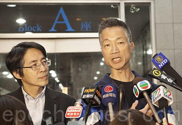 《明报》编务总监张健波和总编辑刘进图会后会见传媒。(余钢/大纪元)