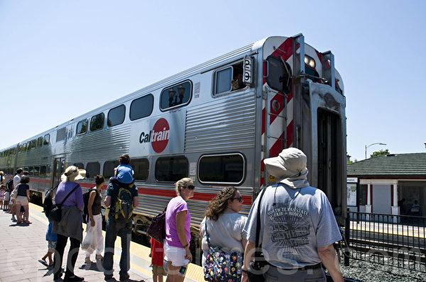 加州火车已经运营150年了,是美西最古老的城郊火车。(曹景哲/大纪元)