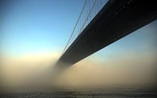 组图:气温回升致大雾 纽约如处仙境