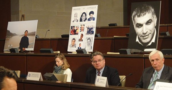 美國國會週四(1月16日)舉辦聽證會,呼籲奧巴馬政府和各國政府為中國等國良心犯問題公開發聲,為幫助他們早日獲得自由而做出實際行動。議員們呼籲美國政府公開要求中共政府釋放高智晟等良心犯和其他因信仰而被剝奪自由的人士。高智晟妻子耿和(左一)作為證人出席並發言。(攝影:王燦/大紀元)