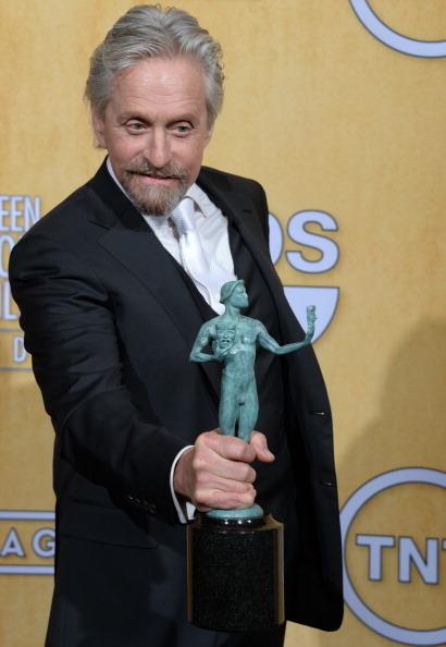 《烛台背后》迈克尔•道格拉斯获迷你剧/电视电影最佳男主角奖。(JOE KLAMAR/AFP/Getty Images)