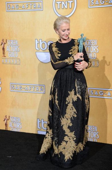 《菲尔•史佩克特》海伦•米伦获迷你剧/电视电影最佳女主角奖。(JOE KLAMAR/AFP/Getty Images)