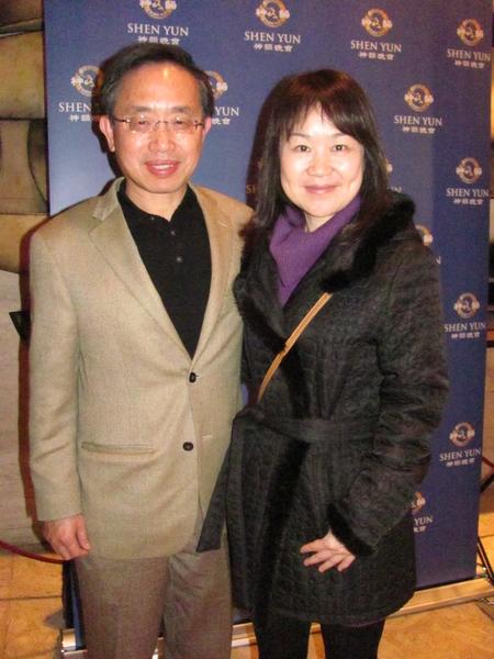 台湾驻美投资贸易服务处主任陈宽享先生和夫人观看了2014年1月19日神韵纽约艺术团在林肯中心的演出。(唐超/大纪元)