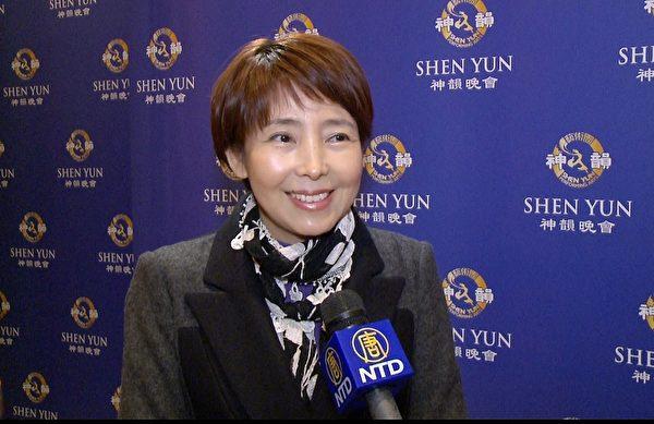 2014年1月19日,新泽西韩国美容协会主席Sandreaha Moon在纽约林肯中心欣赏神韵晚会。(大纪元图片)