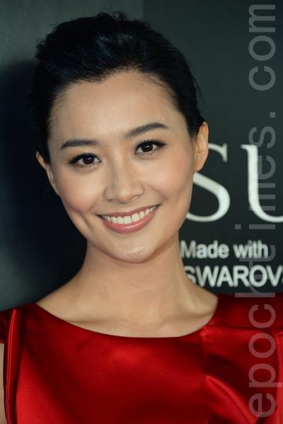 刚与张智霖拍完MV的陈法拉,大谈借位拍摄掴脸的趣事。(宋祥龙/大纪元)