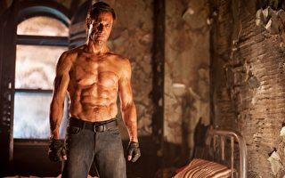 45岁练出六块肌 科学怪人登健身杂志封面