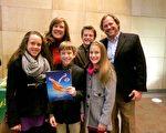 2014年1月28日晚,企業家Eric Dodd 攜夫人和四名子女一同觀看了在美國印第安納州埃文斯維爾市艾肯劇院的首場神韻演出。Todd先生表示:中國文化的深邃不被外界所知,直到出現神韻晚會。(唐明鏡/大紀元)