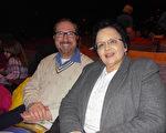 Jim Michels先生與太太於2014年1月28日晚來觀看了在美國印第安那州埃文斯維爾的神韻晚會。(陳虎/大紀元)