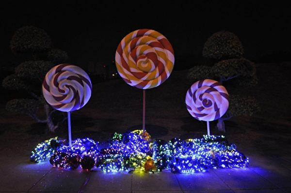中央公園沿街燈飾-甜蜜氣息(高雄市觀光局提供)