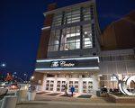 2014年1月28至29日,神韻巡迴藝術團在印第安納州埃文斯維爾市的艾肯劇院上演兩場演出,神韻演出對中華傳統文化的完美呈現令觀眾為之傾倒。(陳虎/大紀元)