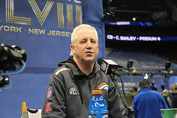 野馬隊主教練約翰•福克斯(John Fox)1月28日在新澤西媒體日上接受採訪。(李今春/大紀元)