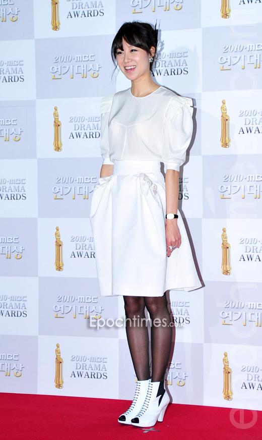 出演《Pasta》的孔孝真摘下2010年MBC演技大賞最優秀女演員獎。(李裕貞/大紀元)