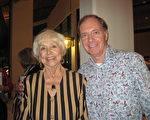Richard Gentry是一位教授,也是一位作家,他與太太Alberta Gates前來觀看了2014年1月31日晚神韻紐約藝術團在勞德代爾堡布勞沃德表演藝術中心的表演,他認為神韻富有教育意義,中國五千年的歷史文化令他非常陶醉。(秦紫寰/大紀元)