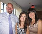 企業家Troy Shinn先生攜妻子和女兒觀看了神韻紐約藝術團在美國佛州勞德代爾堡布勞沃德表演藝術中心(Broward Center for Performing Arts)的演出。(王艾蘭/大紀元)
