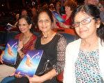Indira Krishnarao醫生從印度來美國觀看了神韻紐約藝術團在佛州勞德代爾堡的布勞沃德表演藝術中心演出。(攝影:蕭財英/大紀元)