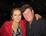 環境諮詢公司業主Maurice Baun先生和做律師的妻子Lilian觀看了神韻紐約藝術團在美國佛州勞德代爾堡布勞沃德表演藝術中心(Broward Center for Performing Arts)的第三場演出。(王艾蘭/大紀元)