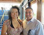 Jose Figueroa和Stefanie Yap都熱愛武術。Jose從10幾歲就開始學習武術。他們非常高興能欣賞到神韻的演出。(攝影:吳蔚溪/大紀元)