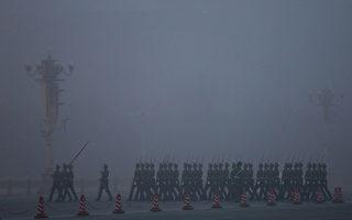 日前大紀元獨家獲得消息,重慶事件導致江派失去薄熙來這張牌,2012年3月19日午夜,周永康調兵企圖包圍中南海,並發生槍擊事件。圖為,北京天安門一景。(Photo by Feng Li/Getty Images)