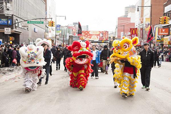 2014年2月8日,由法拉盛华人工商促进会主办的第18届纽约法拉盛新年大游行隆重举行。(戴兵/大纪元)